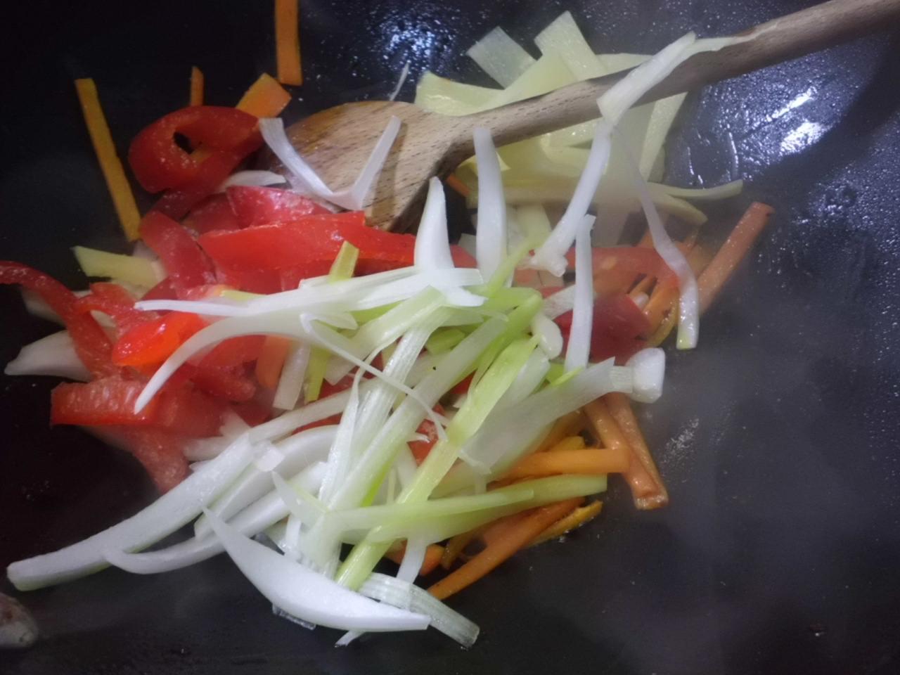 restliche Gemüse schnell anbraten