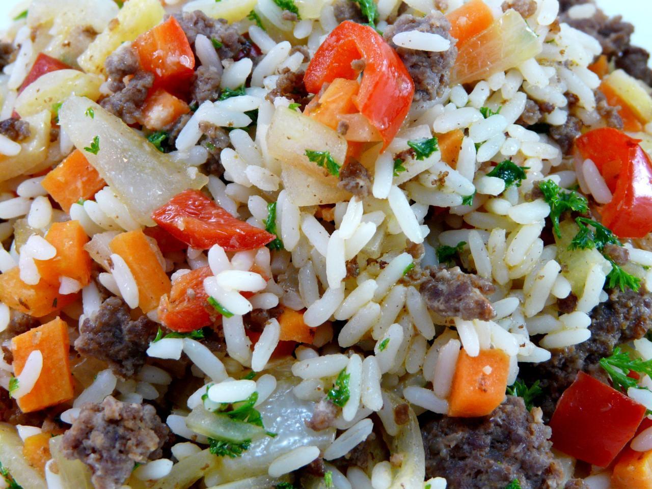mit dem gekochten Reis vermischen