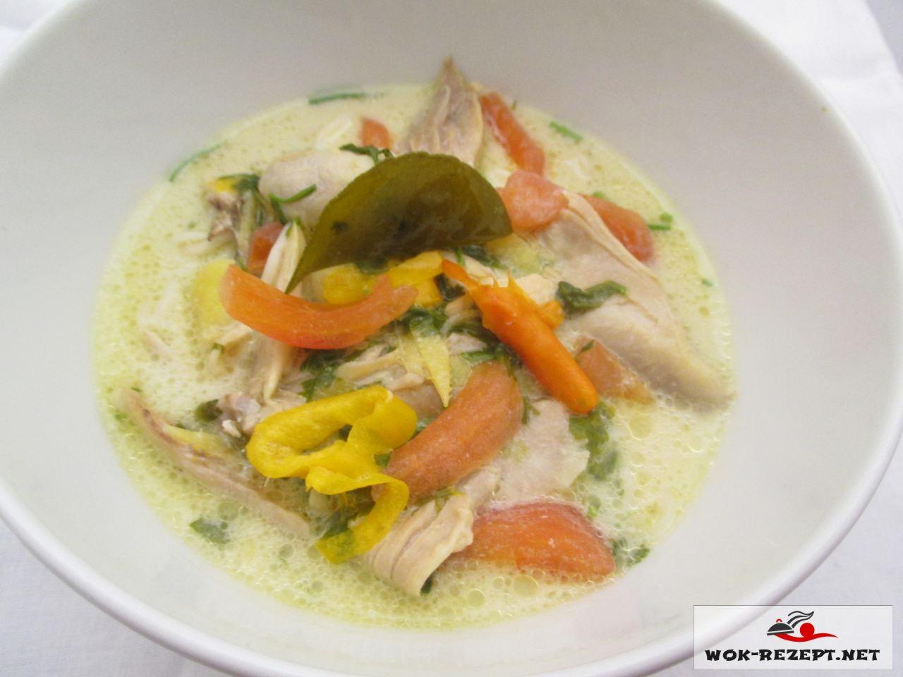Thom kha Gai Hühnersuppe mit Kokosmilch Rezept mit leichter schärfe