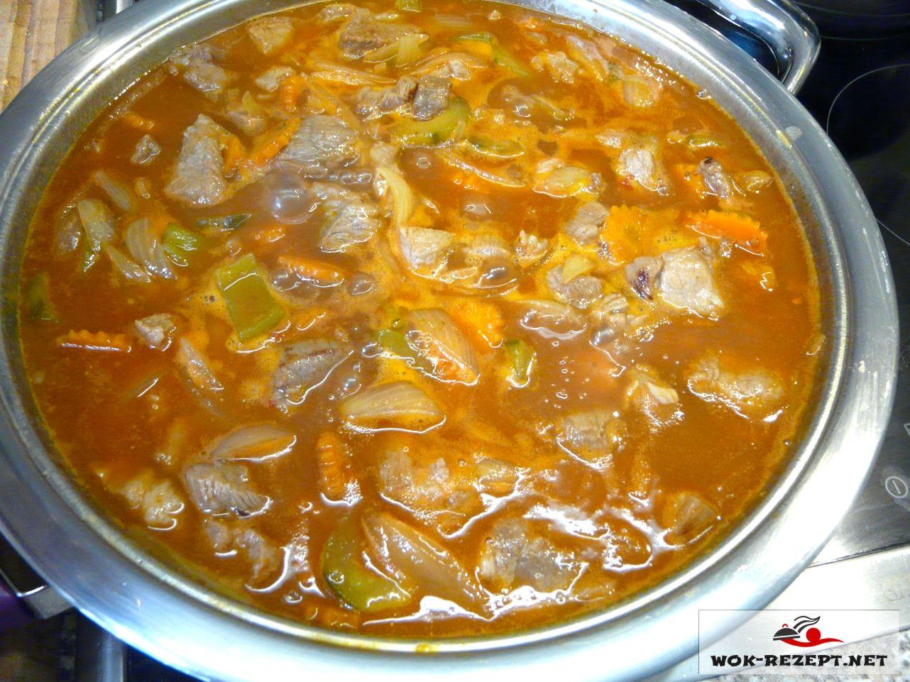 Fertig mit reichlich süß-saure Sauce Schweinefleisch und Gemüse