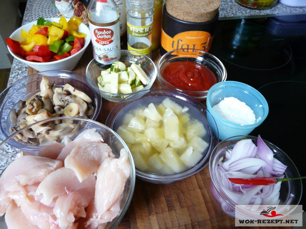 Zutaten für Tom Kha Gai süßsauer mit Jasminreis köstliche Hühnersauce süßsauer.