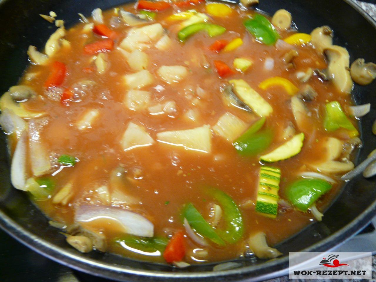 Tom Kha Gai süßsauer , Hühnersauce süßsauer.