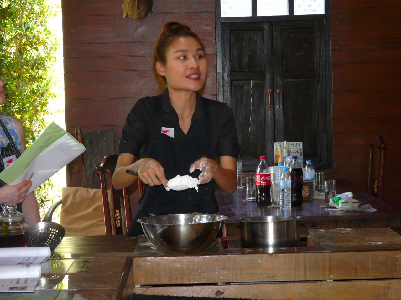 Jetzt wird Thai Style Fried Noodles gekocht im Wok Beau macht es vor